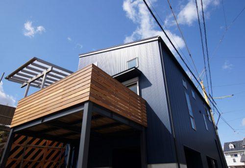 【新築】中2階のある日が差す住宅
