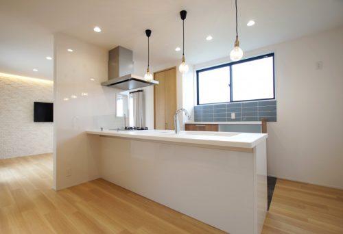 【リフォーム】タイルが映えるキッチンと優しい空間